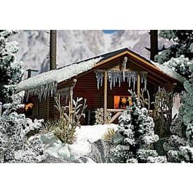 Busch 1085 Liten stuga, täckt av snö, färdigmodell
