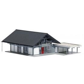 """Busch 8247 Modernt tyskt hus """"FWH 200 HUF"""" svart/grått, med carport"""
