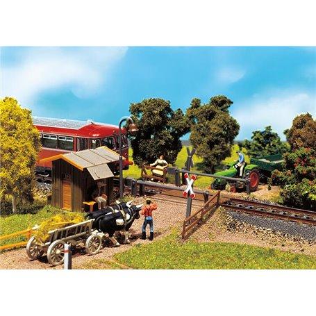 Faller 120170 Bekavad järnvägsövergång, med vakthus