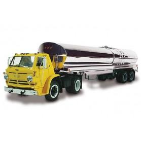 Lindberg 73074 Dodge L-700 Bil & Tanktrailer