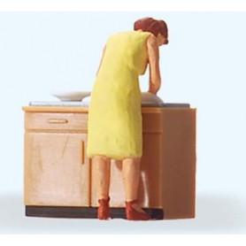 Preiser 28145 Diskande kvinna, 1 figur med tillbehör