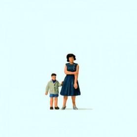 Preiser 28169 Mor och son, 2 figurer