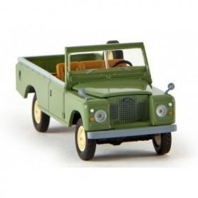 "Brekina 13751 Land Rover 109 öppen, resedagrön ""Von Starmada"""