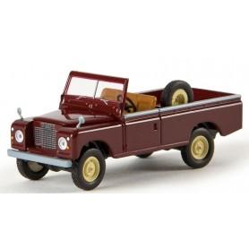 "Brekina 13752 Land Rover 109 öppen, vinröd ""Von Starmada"""