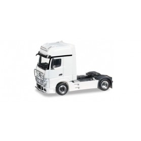 Herpa 301664.4 Mercedes Benz Actros Gigaspace rigid tractor with bumper and head lights, white