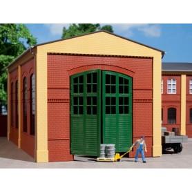 Auhagen 80505 Väggar 2326A, röda, port I i grönt