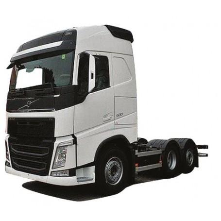 "AMW 8919.51 Dragbil Volvo ""12"" GL, 3-axlig, vit"