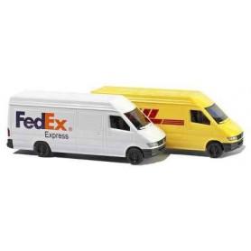 """Busch 8304 Set med 2 st Vans """"FedEx och DHL"""""""