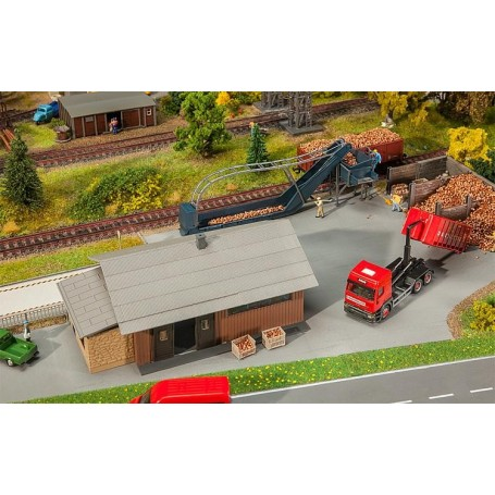 Faller 130184 Beet dump with storage shed