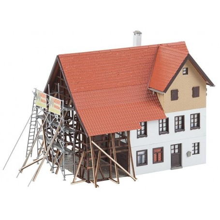 Faller 130533 Farmhouse under renovation