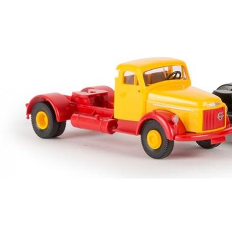 Brekina 85621.1 Dragbil Volvo N88, gul med rött chassie