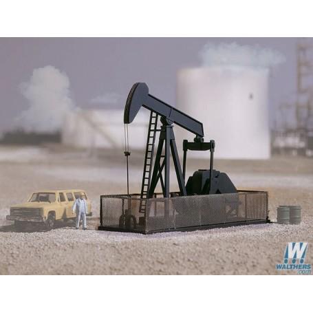 Walthers 3170 Walking Beam/Horse Head Oil Pump