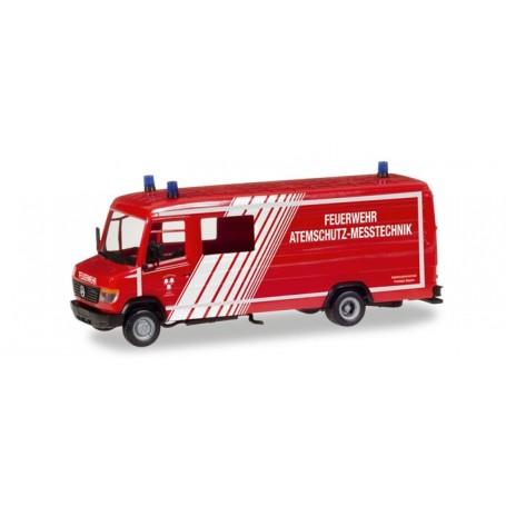 """Herpa 093545 Mercedes-Benz box type GW-A/S """"Feuerwehr Landshut"""""""