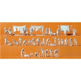 Preiser 16361 Hushållsarbete, 33 omålade figurer