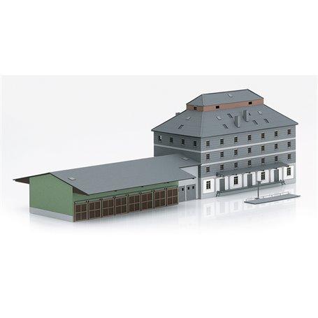 """Trix 66324 Warehouse with market """"Raiffeisen"""""""