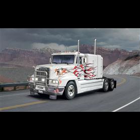 Italeri 3925 Dragbil Freightliner 120 Special