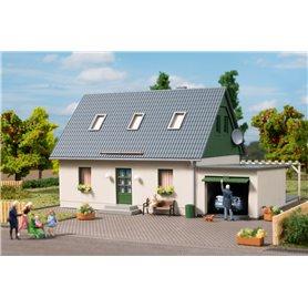 Auhagen 11454 Enfamiljshus med garage