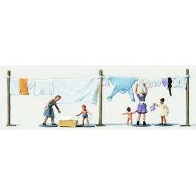 Merten Z 2319 Kvinnor och barn hänger tvätt, 5 st