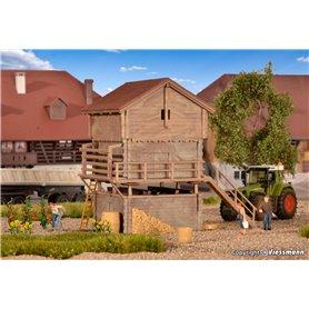 Kibri 38035 Stable and barn