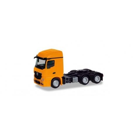 Herpa 309912 Mercedes-Benz Actros Streamspace 2.3 trailer 3-axle, orange
