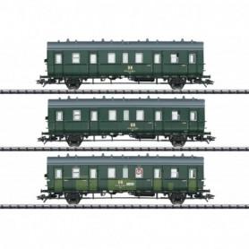 Trix 23323 Vagnsset med 3 personvagnar typ DR 'Bottle Green'