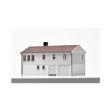 NMJ 15121 Norsk Enebolig med underetasje, vit, färdigmodell