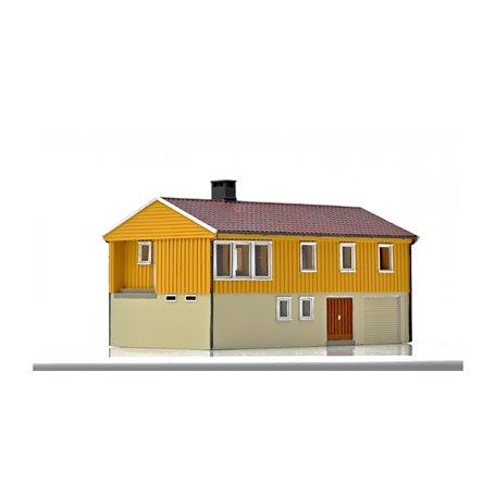 NMJ 15122 Norsk Enebolig med underetasje, gul/vit, färdigmodell