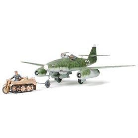 Tamiya 61082 Flygplan Messerschmitt Me262 A-2a with Kettenkraftrad