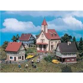Vollmer 49555 Kyrka med 3 st småhus