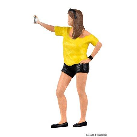 Viessmann 1551 Woman snaps selfie, with flashlight