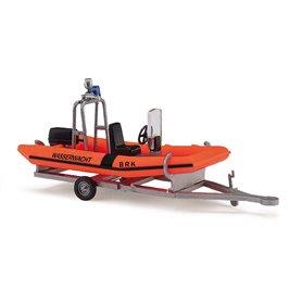 """Busch 59957 Båttrailer och båt """"BRK Wassermacht"""""""