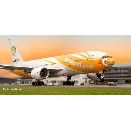 Herpa Wings 612425 Flygplan NokScoot Boeing 777-200 'Proud'