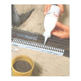 Heki 3342 Latexlim, speciellt för att göra rälsballastering, lättflytande, 250 ml i flaska med pip