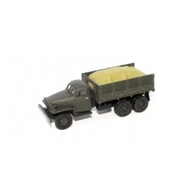 Herpa 746687 Studebaker flatbed truck with load under roof
