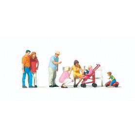 Preiser 10695 Familjedag, 7 figurer med tillbehör