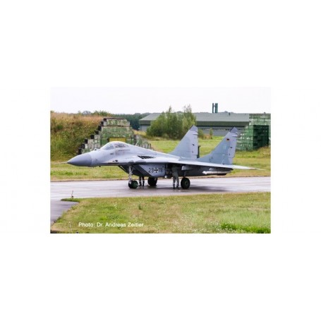 Herpa Wings Luftwaffe Mikoyan MiG-29A Fulcrum Jagdgeschwader 73-570688 1:200