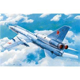 "Trumpeter 01695 Flygplan Soviet Tu-22 ""Blinder"" tactical bomber"