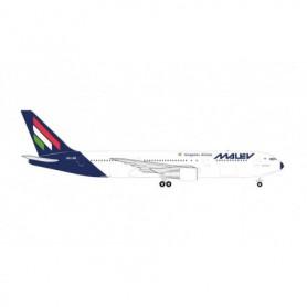 Herpa Wings 534185 Flygplan Malév Hungarian Airlines Boeing 767-300