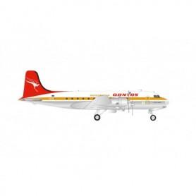 Herpa Wings 570855 Flygplan Qantas Douglas DC-4 - Centenary Series 'Pacific Trader'