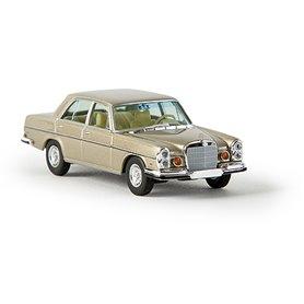 """Brekina 13107 Mercedes Benz 280 SE 4.5 (W108) (US-Version), guld metallic, """"Von Starmada"""""""