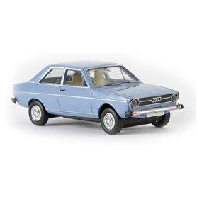 """Brekina 28209 Audi 80 L, ljusblå """"Von Drummer"""""""