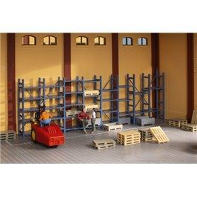 Auhagen 41660 Heavy-duty shelving and pallets