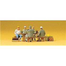 Preiser 10338 Byggarbetare som tar en fikapaus, 5 st
