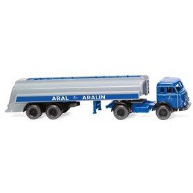 """Wiking 88247 Tank semi truck (Henschel) """"Aral"""""""