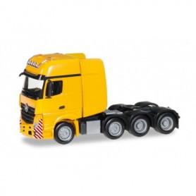Herpa 304368-004 Mercedes-Benz Actros Gigaspace SLT 4-axle heavy duty rigid tractor, traffic yellow