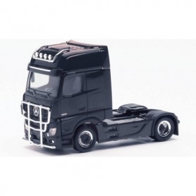 Herpa 311533-002 Mercedes-Benz Actros Gigaspace `18 rigid tractor with light bar and crash protection, black