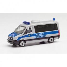 Herpa 095747 Mercedes-Benz Sprinter 13 bus low roof 'Polizei Berlin   Mobile Wache'
