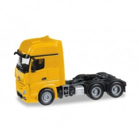 Herpa 305167-003 Mercedes-Benz Actros Gigaspace 6x4 rigid tractor, yellow