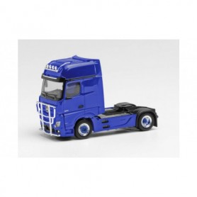 Herpa 311533-003 Mercedes-Benz Actros Gigaspace `18 rigid tractor with light bar and crash protection, ultramarine blue
