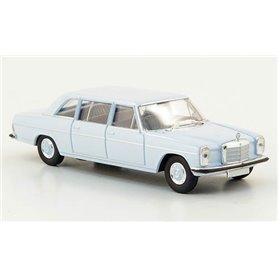 """Mercedes Benz 220 D, lång, ljusblå """"Von Starmada"""""""